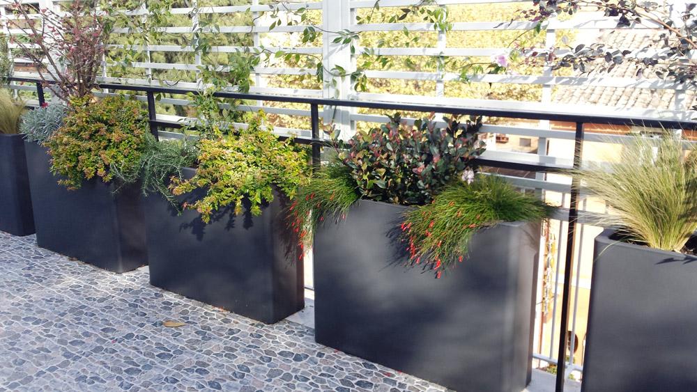 Terrazzi balconi v i p garden for Terrazzi arredati